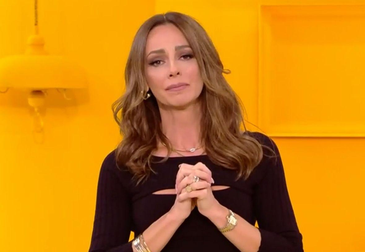 Η Μπέττυ Μαγγίρα επέστρεψε στην εκπομπή -Με δάκρυα στα μάτια μετά την απώλεια της μητέρας της