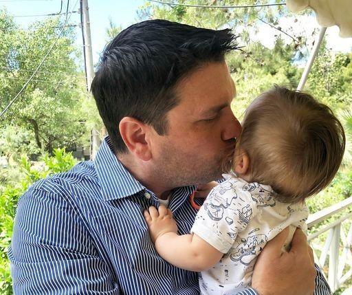 Ντίνος Σιωμόπουλος: Βάφτισε τον γιο του, λίγο πριν γίνει ξανά μπαμπάς!