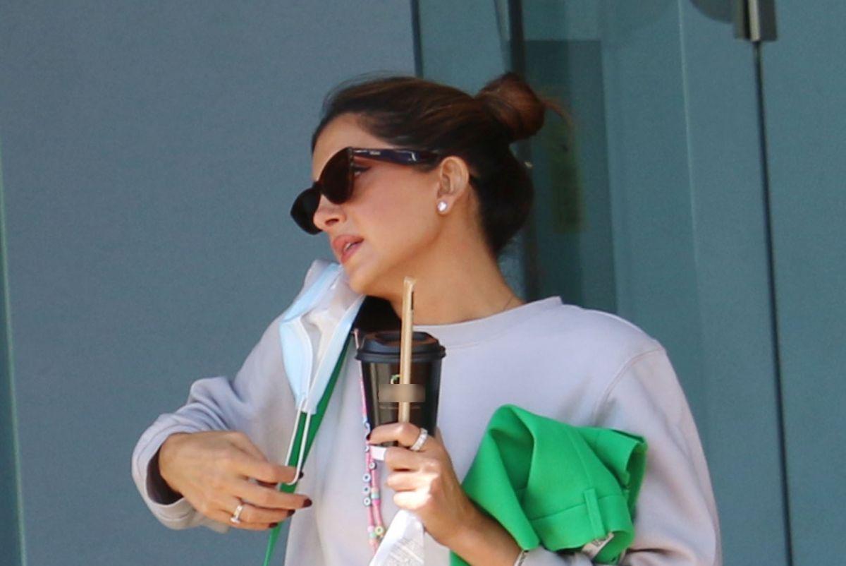 Σταματίνα Τσιμτσιλή: Με άνετο αθλητικό στυλ στα μαγαζιά
